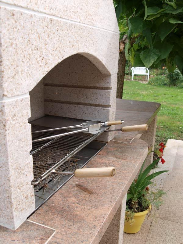 decoration-barbecue-granit-sol-et-multicolor-red