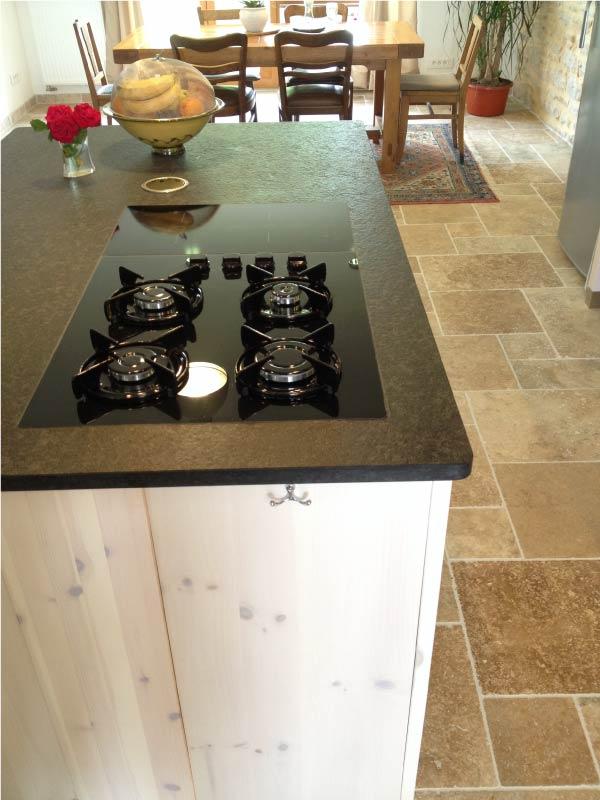 interieur-cuisine-plan-de-travail-granit-nerosso