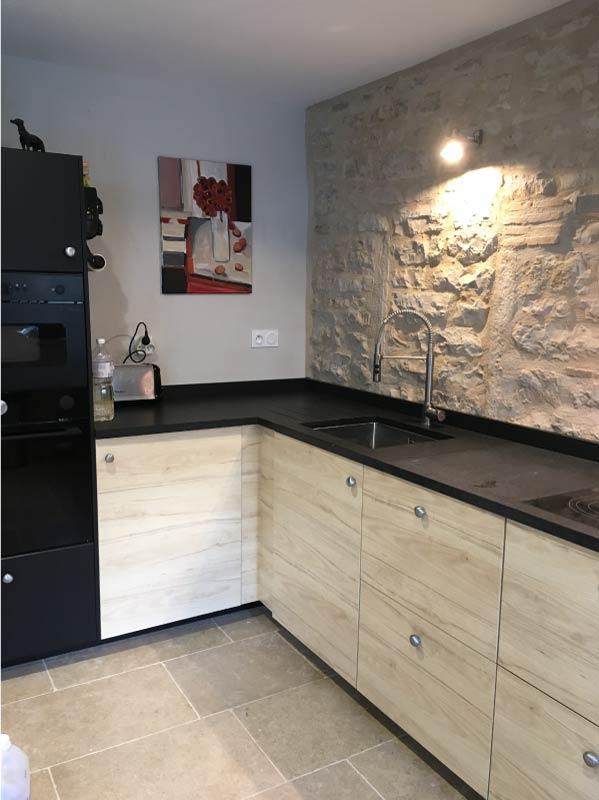 interieur-cuisine-plan-granit-nerosso