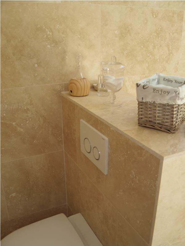 interieur-toilettes-travertin-macchiato