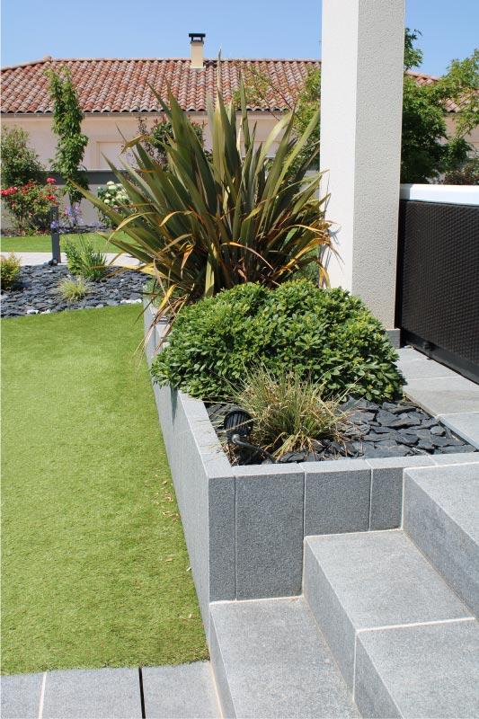 jardin-escalier-et-bordure-granit-gala-