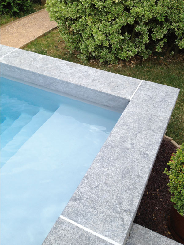 piscine-margelles-calcaire-azzuro
